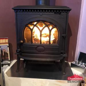 installation d 39 un po le bois jotul f3 noir mat proche de. Black Bedroom Furniture Sets. Home Design Ideas